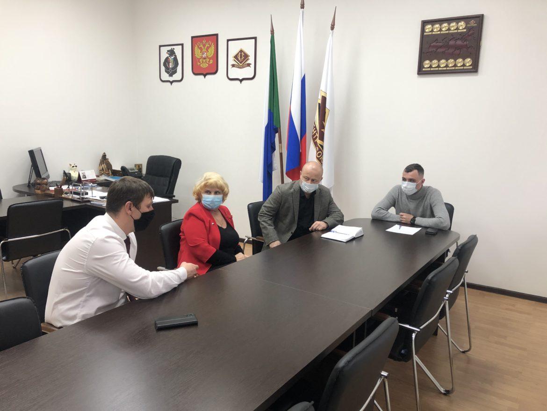 В Хабаровском Крайпотребсоюзе состоялась рабочая встреча с представителями краевых властей.